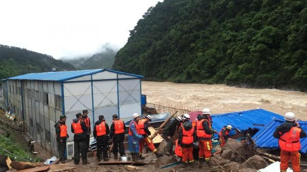 今天清晨5時,福建泰寧縣因連日強降雨導致嚴重土石流。(路透)