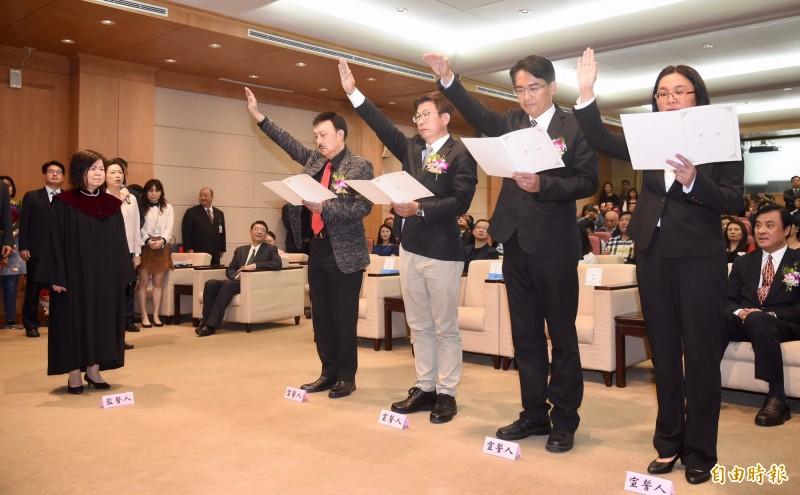 立法院21日舉行立委余天、郭國文、 柯呈枋及陳玉珍(左起)宣誓就職典禮。(記者黃耀徵攝)