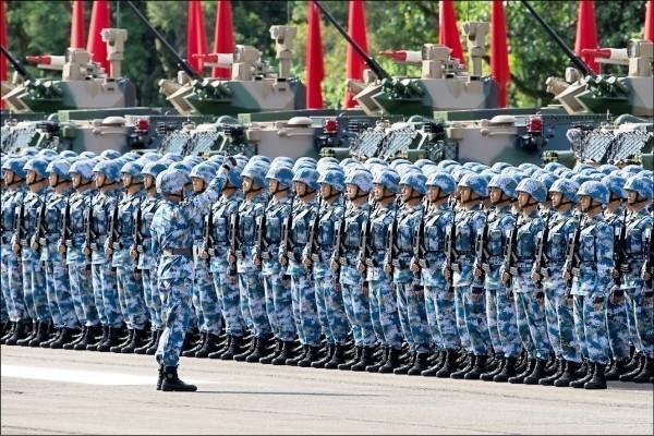 緬甸政府軍與少數民族武裝組織「緬北聯合陣線」日前再起衝突。網傳出中共解放軍已在雲南中緬邊境集結。(彭博)