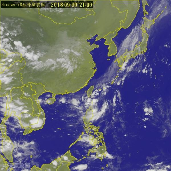 第22號輕度颱風「山竹」目前距離台灣東方海面約3460公里處,預計往西移動。(圖擷取自中央氣象局)