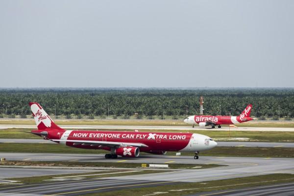 馬來西亞廉航亞洲航空長途公司(AirAsia X),日前遭中國海關要求,將台灣籍機組人員的國籍,從TWN改成中國國籍CHN。(彭博)