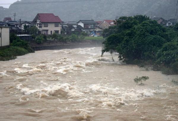 日本暴雨已釀14人死亡、3人呼吸心跳停止命危,另外至少45人無法確認是否安全。(歐新社)