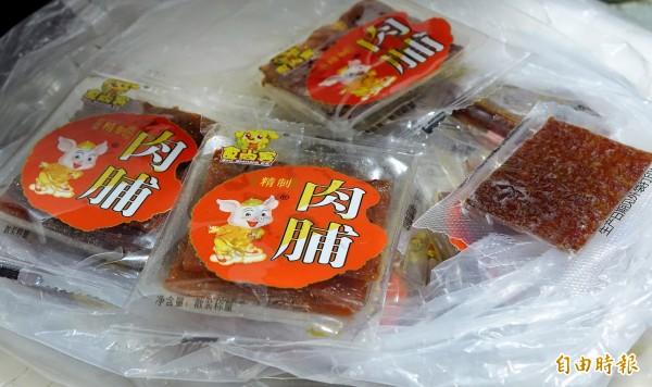何姓女子自中國福州攜帶15片豬肉乾入境桃園機場時被海關查獲,遭防檢局開罰20萬元。(記者朱沛雄攝)