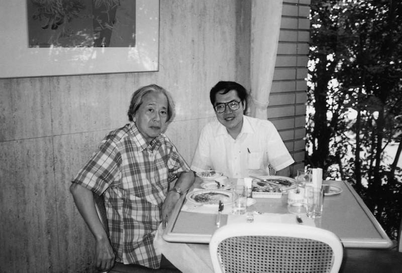 陳芳明貼出1985年與史明合攝於西雅圖的合照,回憶當時2人相處的情景。(圖擷取自陳芳明臉書)