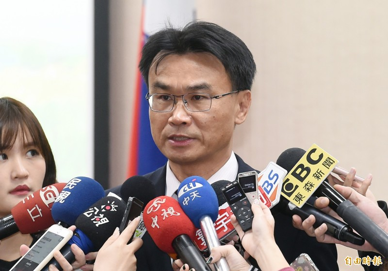 農委會主委陳吉仲今天說,從頭到尾都是鼓勵大家一起把農產品賣出去,他也很高興韓市長一起努力,更要邀請所有地方縣市政府都加入農產外銷平台,中央地方通力合作。(資料照)