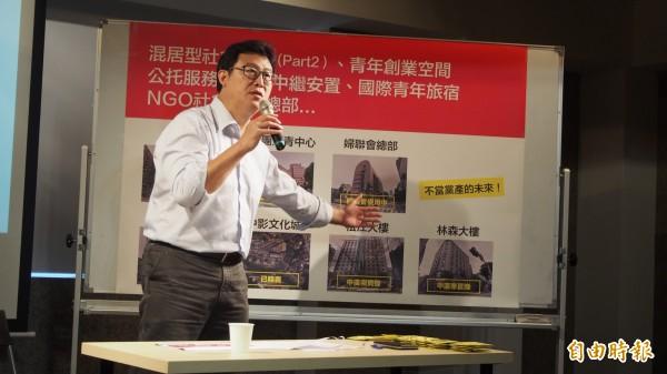 致公黨委託趨勢民意調查公司進行的台北市長選情民調顯示,現任市長柯文哲支持度破4成、民進黨台北市長參選人姚文智不到10%,對此姚文智今早受訪時表示,民調看看就好。(記者蔡亞樺攝)
