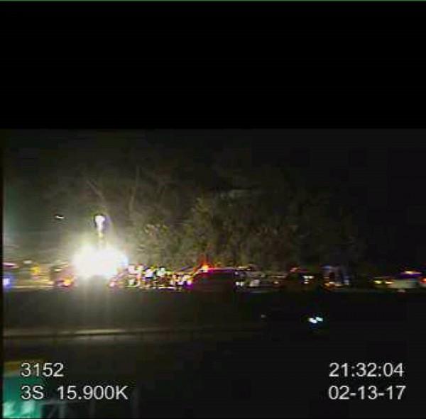 消防人員趕到現場救援。(擷取自國道路況即時通)