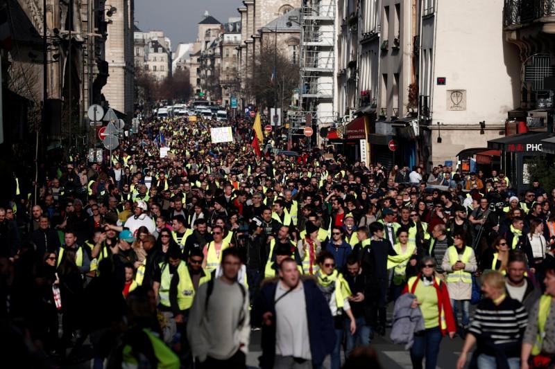 法國「黃背心」運動連續14個週末抗議,動員人數持續減少。(路透)