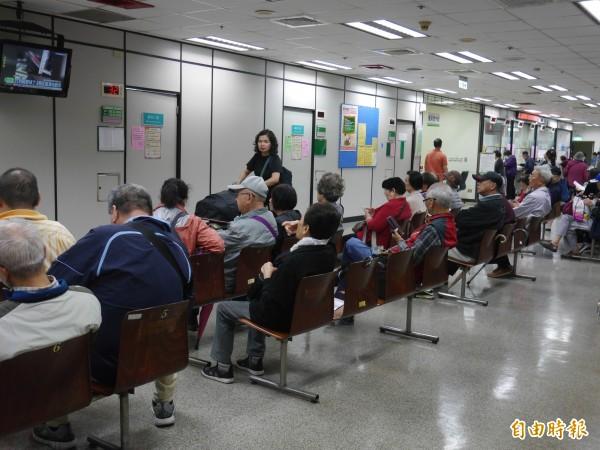 內政部今(10)日指出,台灣社會人口結構型態已有別於過往的「高齡化社會」,老年人口已遠超過7%門檻,佔達總人口的14%,正式進入「高齡社會」。(資料照)