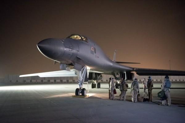 B-1B戰略轟炸機,被美國軍方視為目前世界上威力最強大的戰略轟炸機,從關島起飛後3小時內就可飛抵中國周邊海域,其擁有能離地60公尺的超低空飛行能力,令敵方雷達難以偵測。(路透)
