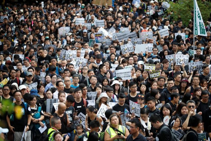 香港教協今發起教育界遊行,呼籲「守護下一代良知」。(路透)