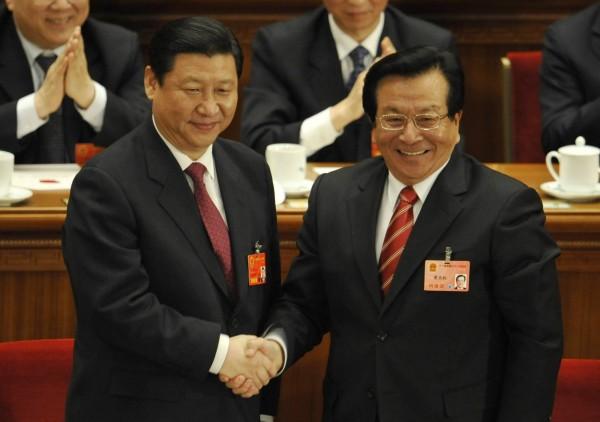 郭文貴透露,前中國國家副主席曾慶紅(右)相當欣賞向松祚。(法新社)