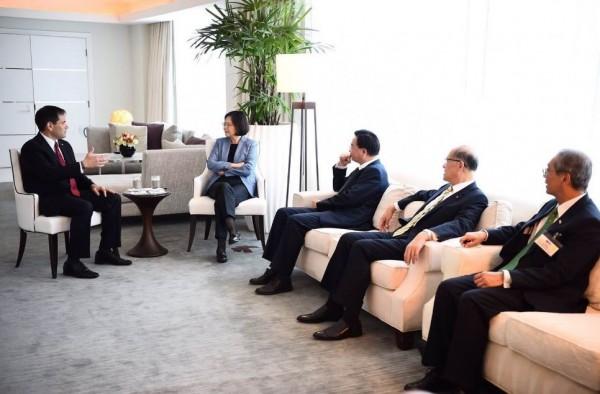 盧比歐說,聯邦參議院外委會已經表決通過共同決議案,包括「台灣關係法」與對台灣的6項保證。(圖取自推特)
