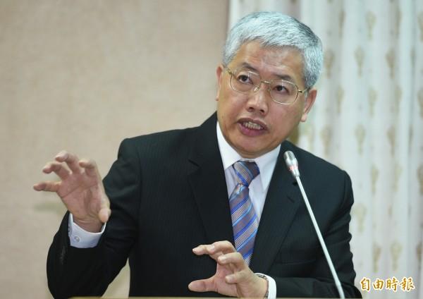 陳士魁答詢表示,僑務工作很大一部分是在交朋友,僑委會絕對不會當冤大頭。(記者張嘉明攝)