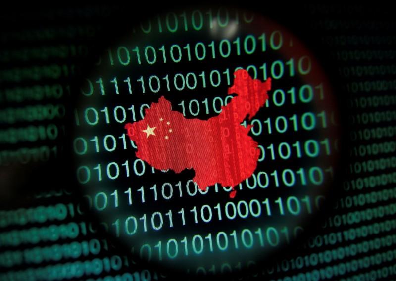 種族抗爭延燒全美,中國網軍開始在社交平台上大量使用「光復美國」、「StandwithUSA」、「沒有暴徒只有暴政」等字眼反串,企圖分化美國社會。(路透,本報合成)