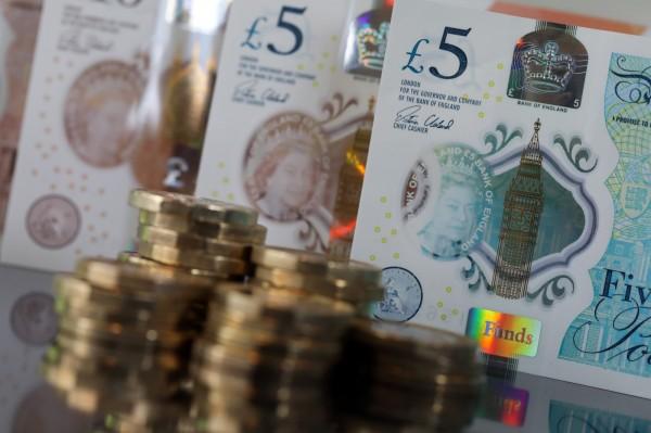 曾為邱吉爾縫製衣服的裁縫,過去的房產中被挖出二戰時期價值約3萬英鎊的紙鈔,放到現在來看等值150萬英鎊(約新台幣6000萬元)。(彭博)