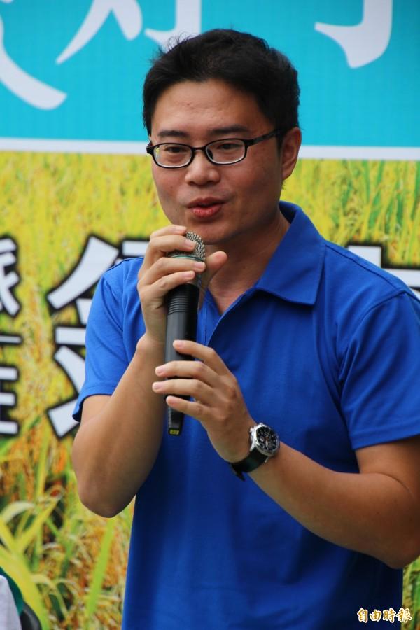 全國模範農民黃勝裕支持翁章梁。(記者林宜樟攝)