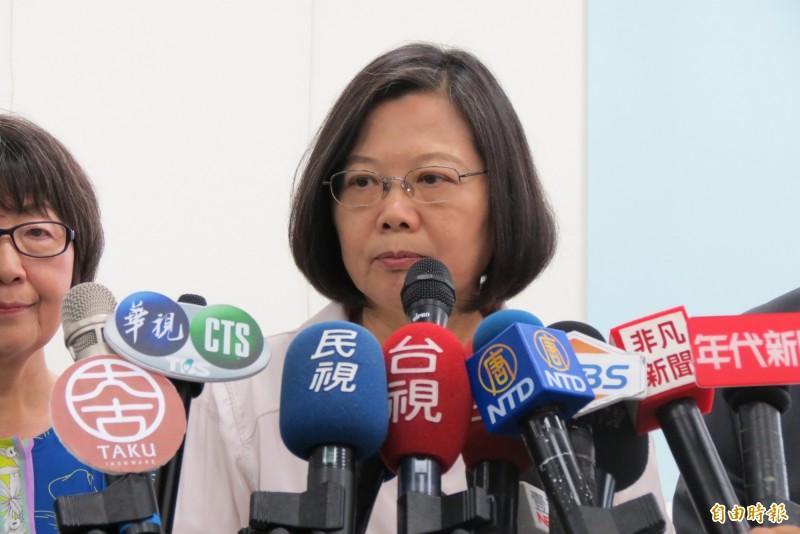 總統蔡英文今日在台中接受媒體聯訪,表示國家機器很忙,沒時間監控韓國瑜。(記者蘇金鳳攝)