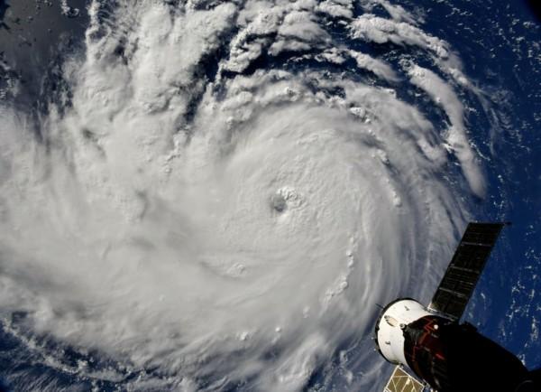 4級颶風佛羅倫斯逼近美國東岸,沿海地區超過100萬居民緊急疏散。(路透)