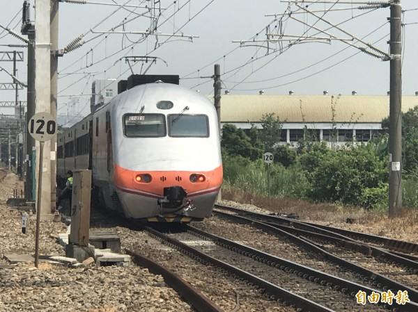 台鐵自強號在台南善化至新市的光華街平交道撞上休旅車。自強號示意圖(資料照)