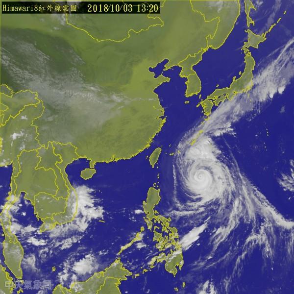 進入「冷水坑」前的康芮颱風結構仍相當紮實。(中央氣象局)