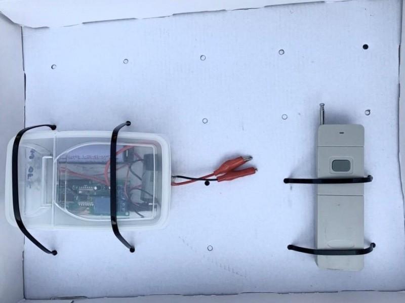香港警方昨在屯門逮捕3名男子,涉嫌試爆遙控炸彈,推測可能是用於集會遊行。(照片取自香港警察臉書)