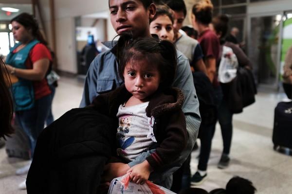 美國政府今年5月初起,對國內非法移民實施「零容忍」政策,拆散許多非法移民家庭。圖為示意圖。(資料照,法新社)