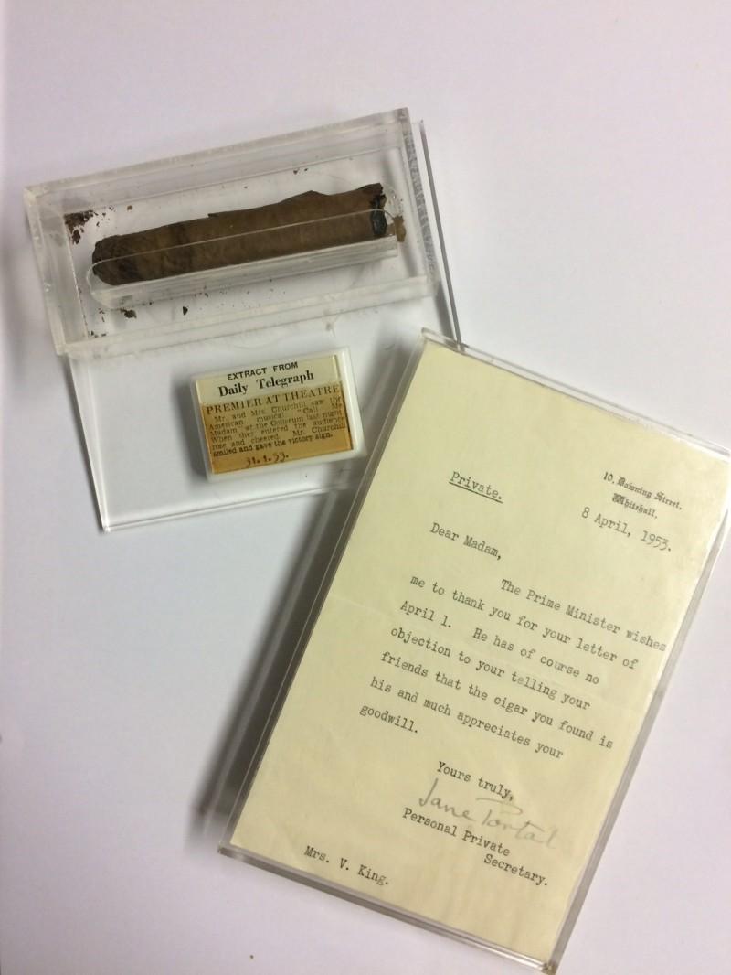 一名電影院女員工數十年前撿到的邱吉爾抽過的雪茄,還有邱吉爾私人秘書簽名回信為證,今年12月要拍賣,預計起標價6000英鎊。(圖取自Hansons網站)
