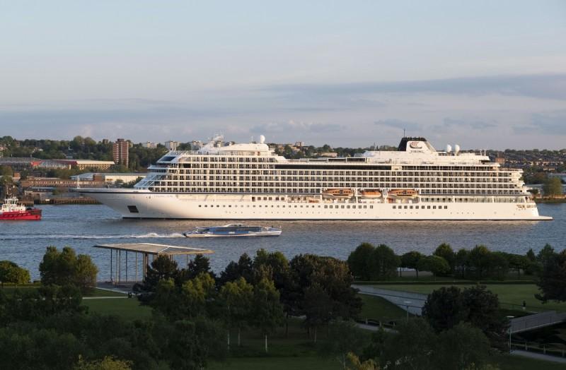 搭載930名乘客的「維京太陽」號8月31日剛從英國倫敦格林威治碼頭啟航。(彭博)