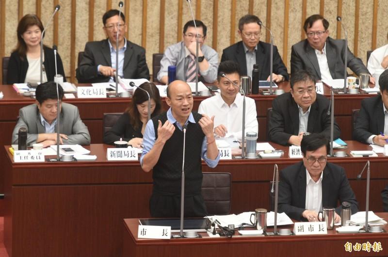 陳致中質詢韓國瑜,韓自稱「總機」被笑翻。(記者張忠義攝)
