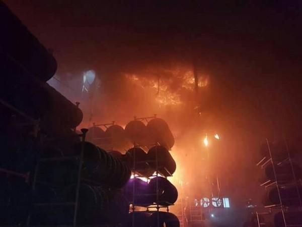 中壢區的泰豐輪胎廠今天下午發生大火,廠內火勢十分嚇人。(圖擷自我是中壢人臉書)