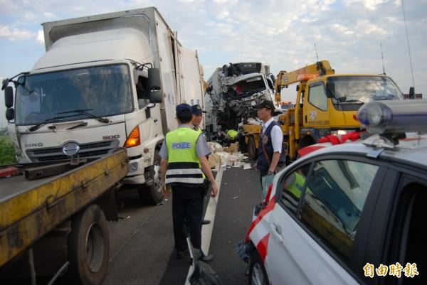 陸乙豪駕駛的大貨車闖禍,車頭撞到全毀。(資料照)