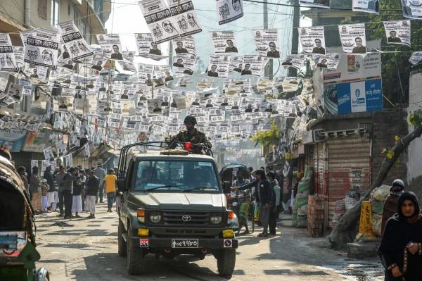 尽管当局已在各地部署60万名安全人员,但据当地媒体指出,投票日发生16起暴力事件,共造成12人死亡、64人受伤、8人被捕。(法新社)