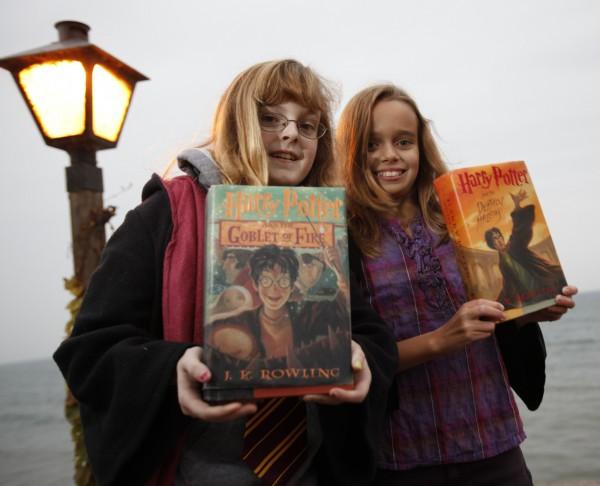 《哈利波特》小說及系列電影風靡全球,也讓出版社在編輯新書時,小心翼翼不敢洩漏半點新書內容,堪比國家機密。(美聯社資料照)