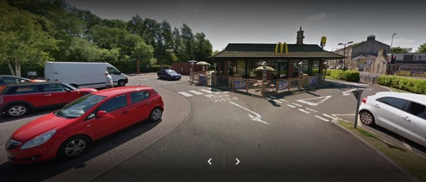 事發的麥當勞設有停車格供民眾使用。(圖擷取自Google地圖)