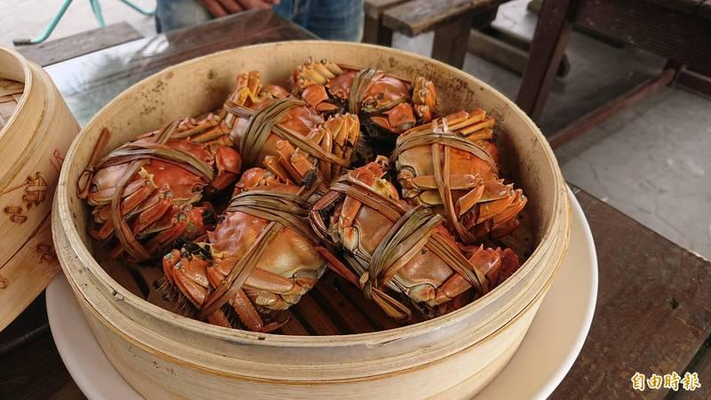 海巡署查獲一批逾2噸的走私大閘蟹,將全數銷毀。大閘蟹示意圖,與新聞事件無關。圖為台灣生態養殖的大閘蟹。(資料照)