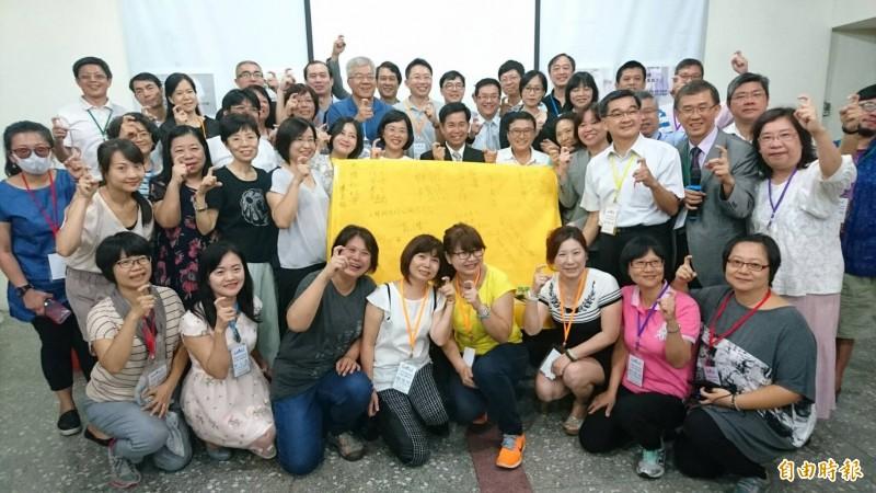 行政院院會通過教師法修正草案,台灣家長教育聯盟(台家盟)等家長團體發出聯合聲明,呼籲民進黨立委挺起來,堅持正向修法,以贏得人民尊重。(資料照)