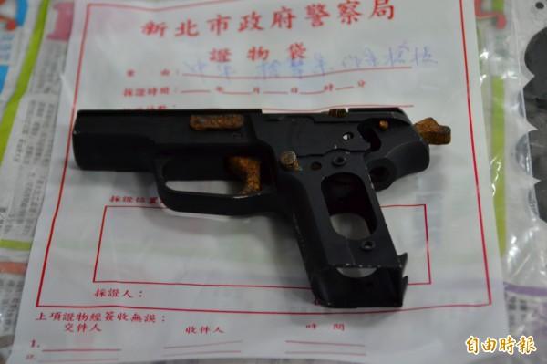 涉及天道盟天德會前副會長劉芳成槍擊案的嫌犯吳俊廷,僅交出已經生鏽的槍身,其餘部分供稱已丟棄到泰山的小溪邊。(資料照,記者吳柏軒攝)