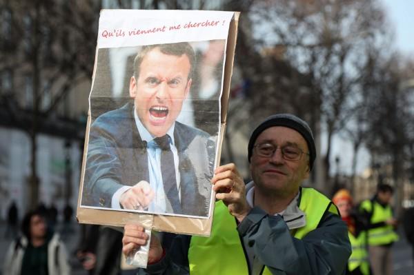 班農推崇「黃背心」運動,並抨擊法國總統馬克宏不知民間疾苦。(法新社)