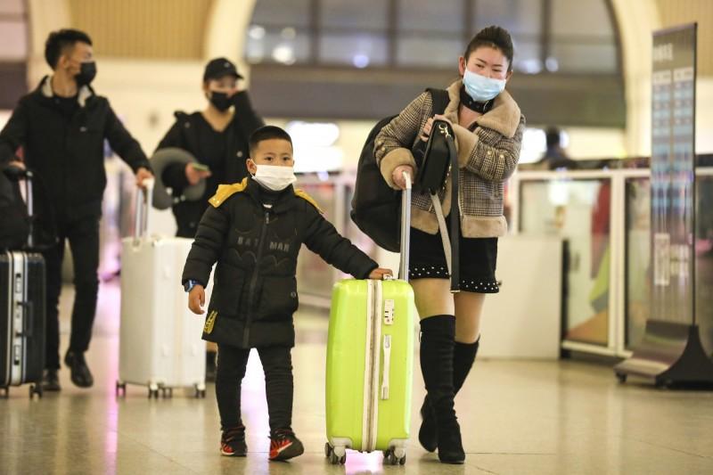 武漢肺炎持續擴散,WHO今定調是否為「國際關注公共衛生緊急事件」。示意圖。(美聯社)