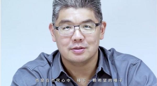 連勝文今(11)日公布首支競選廣告「希望的種子」,上線後隨即引發網友熱議。(圖擷取自影片)