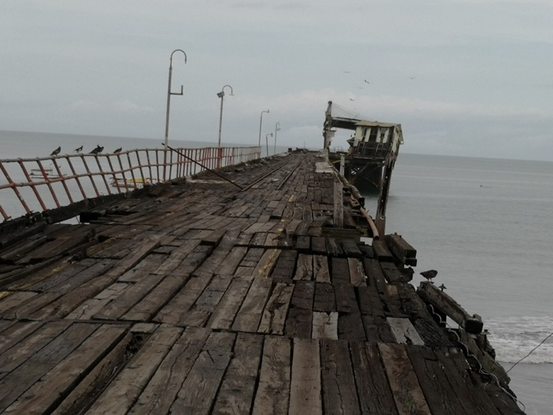 巴哥邊境傳出規模6.1強震,巴拿馬邊境的奇里基省一處港口的舊碼頭倒塌。(美聯社)