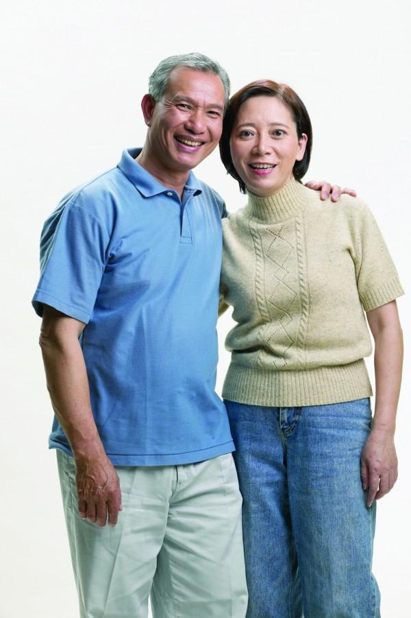 醫師表示,骨質密度會隨年紀漸長而降低,骨骼肌肉質量也會減少。(情境照)