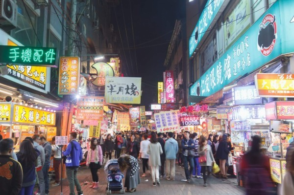 藍營8縣市長日前赴中表態支持「九二共識」,中國也與「藍8縣市」敲定觀光行程,預定10月10日來台。(資料照:逢甲夜市提供)