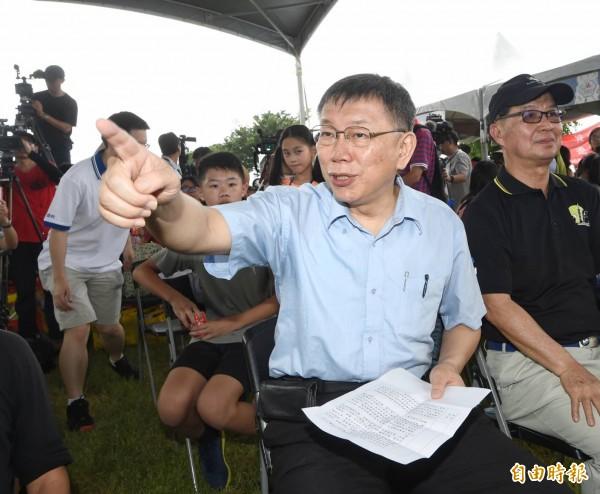 針對市府擬修法強制吳音寧到議會備詢,柯P發表看法。(記者方賓照攝)