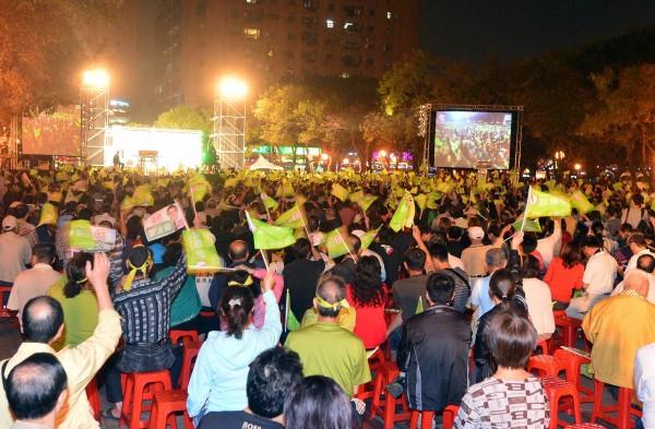 新北市長落選人游錫堃11月28日舉辦選前之夜造勢晚會,遭警方認定違法。(資料照,記者王藝菘攝)