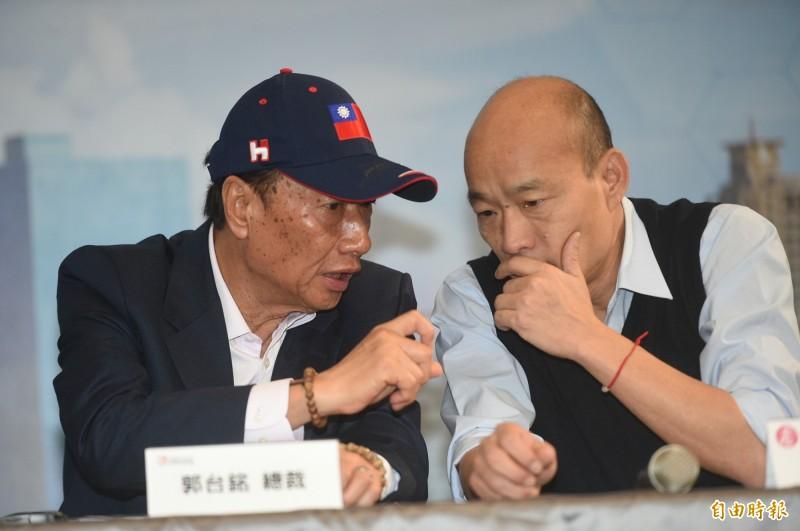 對台灣命運的觀點,鴻海董事長郭台銘(左)跟高雄市長韓國瑜(右)觀點不同。(資料照)