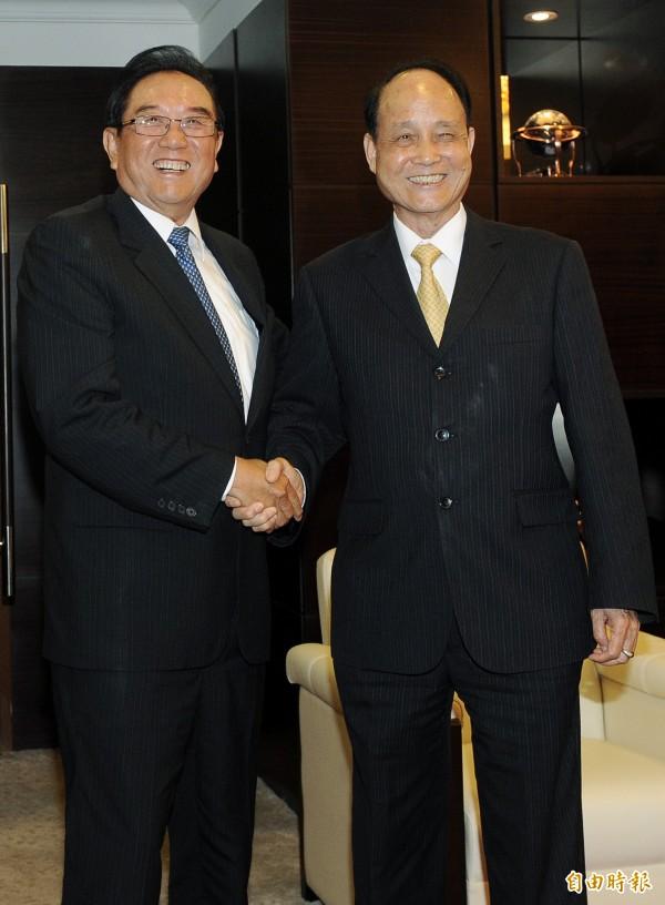 週刊爆料,我方監聽前海協會長陳雲林(左)長達4年。(資料照,記者陳志曲攝)
