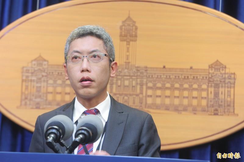 丁允恭說,蔡總統當天返國的接機車輛,都是由總統府侍衛室的特勤人員調度與派車。(記者王藝菘攝)