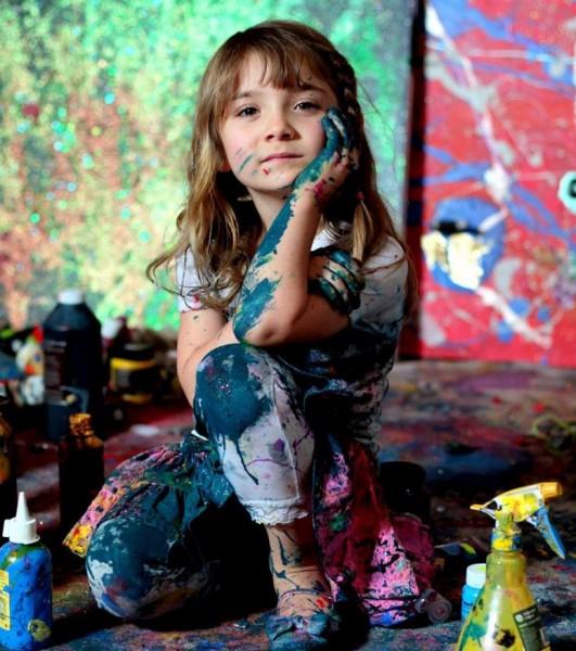 澳洲一位7歲小女孩Aelita Andre,9個月大就已經開始畫畫。(圖片擷取自adaymag.com)
